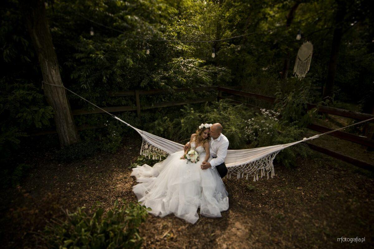 Sesja poślubna w Kimura Glamping oraz w Parku Stefana Żeromskiego w Warszawie – Monika i Daniel