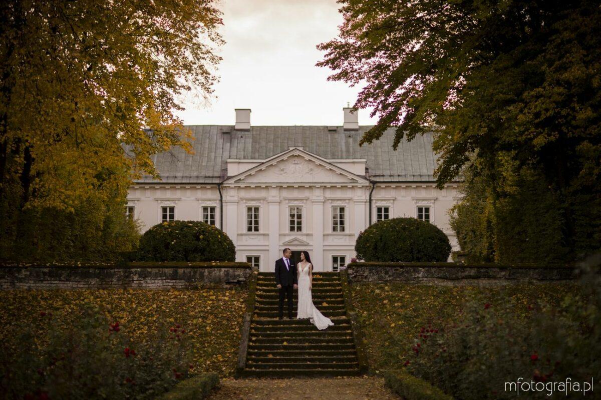 Poślubna sesja plenerowa w Pałacu w Nowej Wsi – Paulina i Sławek