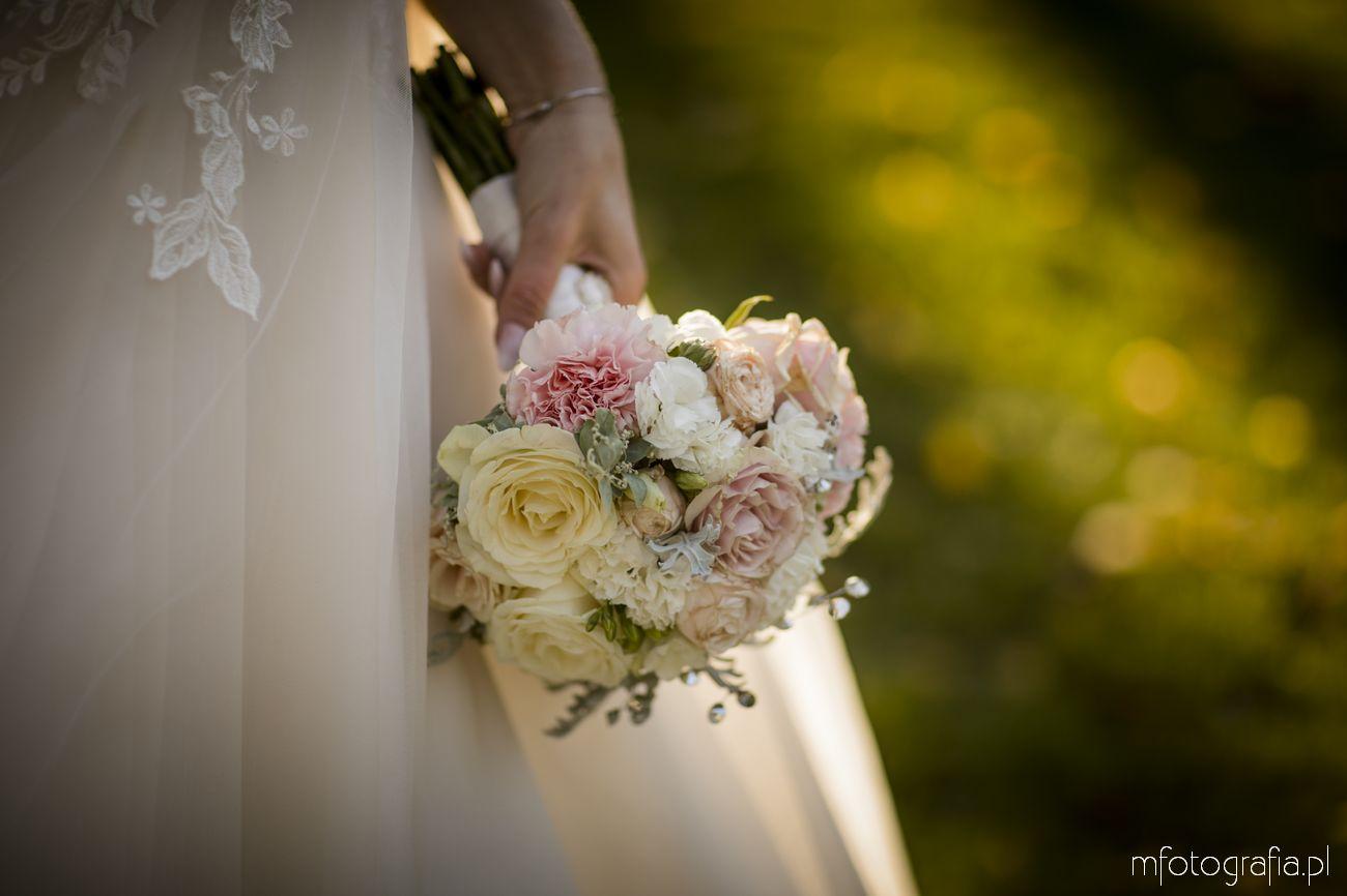 bukiet ślubny w romantycznym stylu angielskim