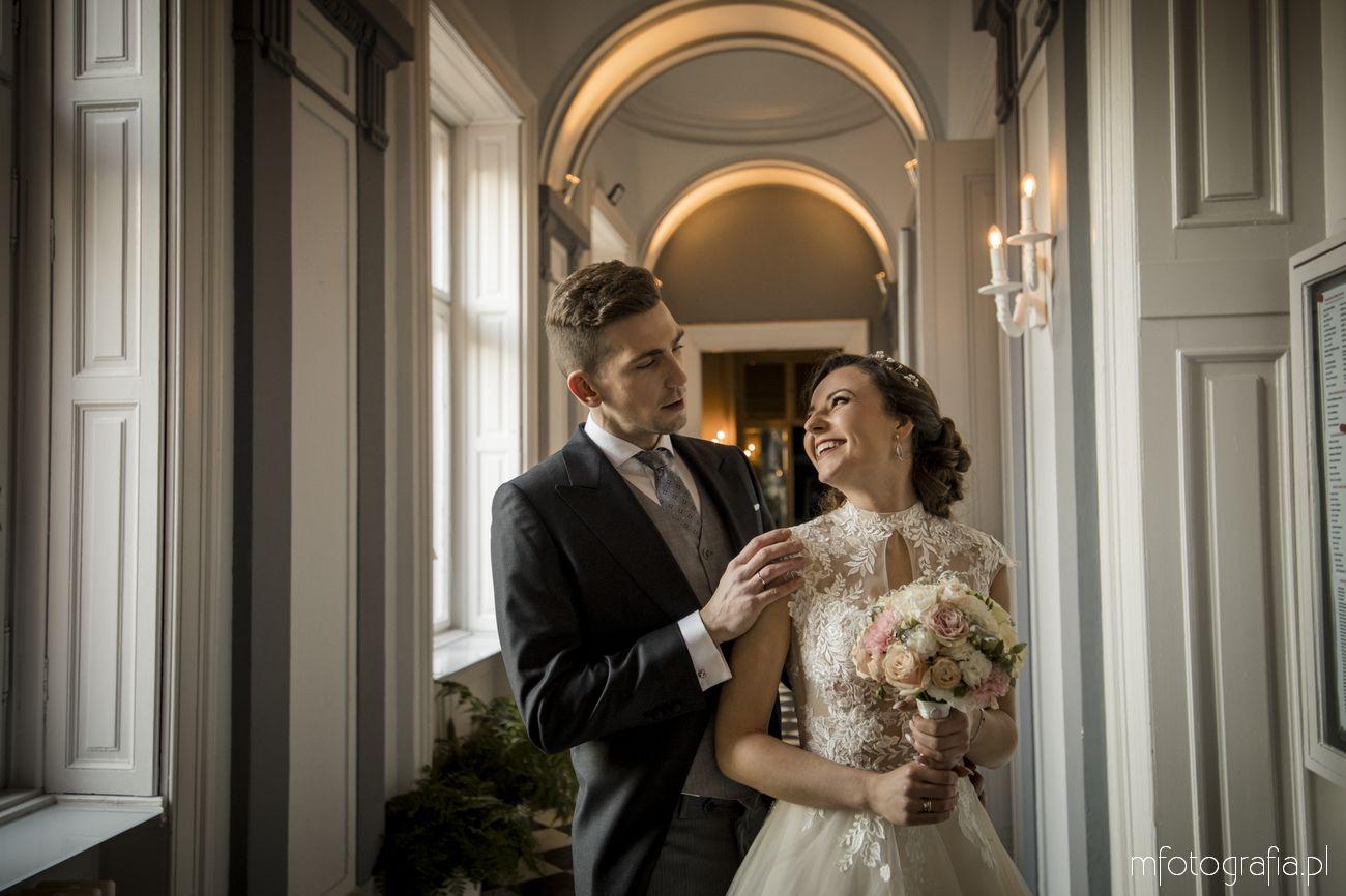ekspresyjna sesja poślubna w pałacu