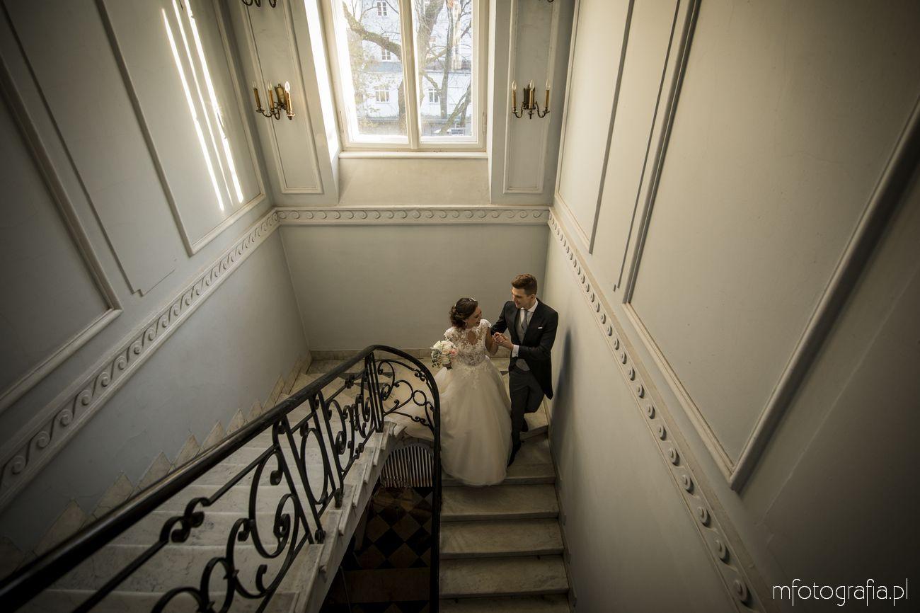 sesja ślubna na foksalu w pałacu zamoyskich