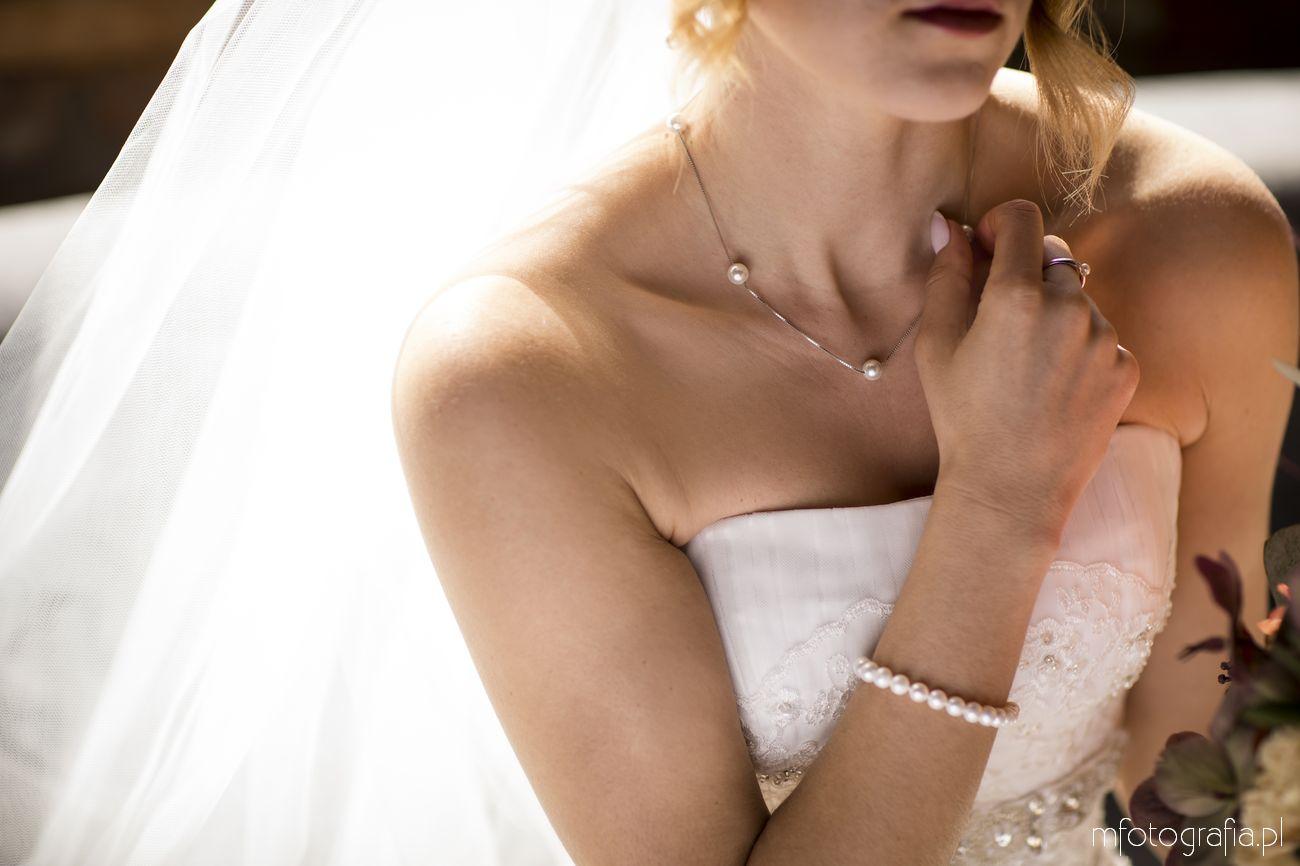 Portret Panny Młodej w biżuterii ślubnej z aren jubiler w Warszawie