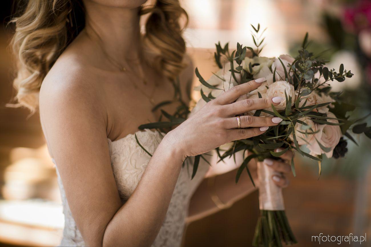 Pastelowy manicure ślubny
