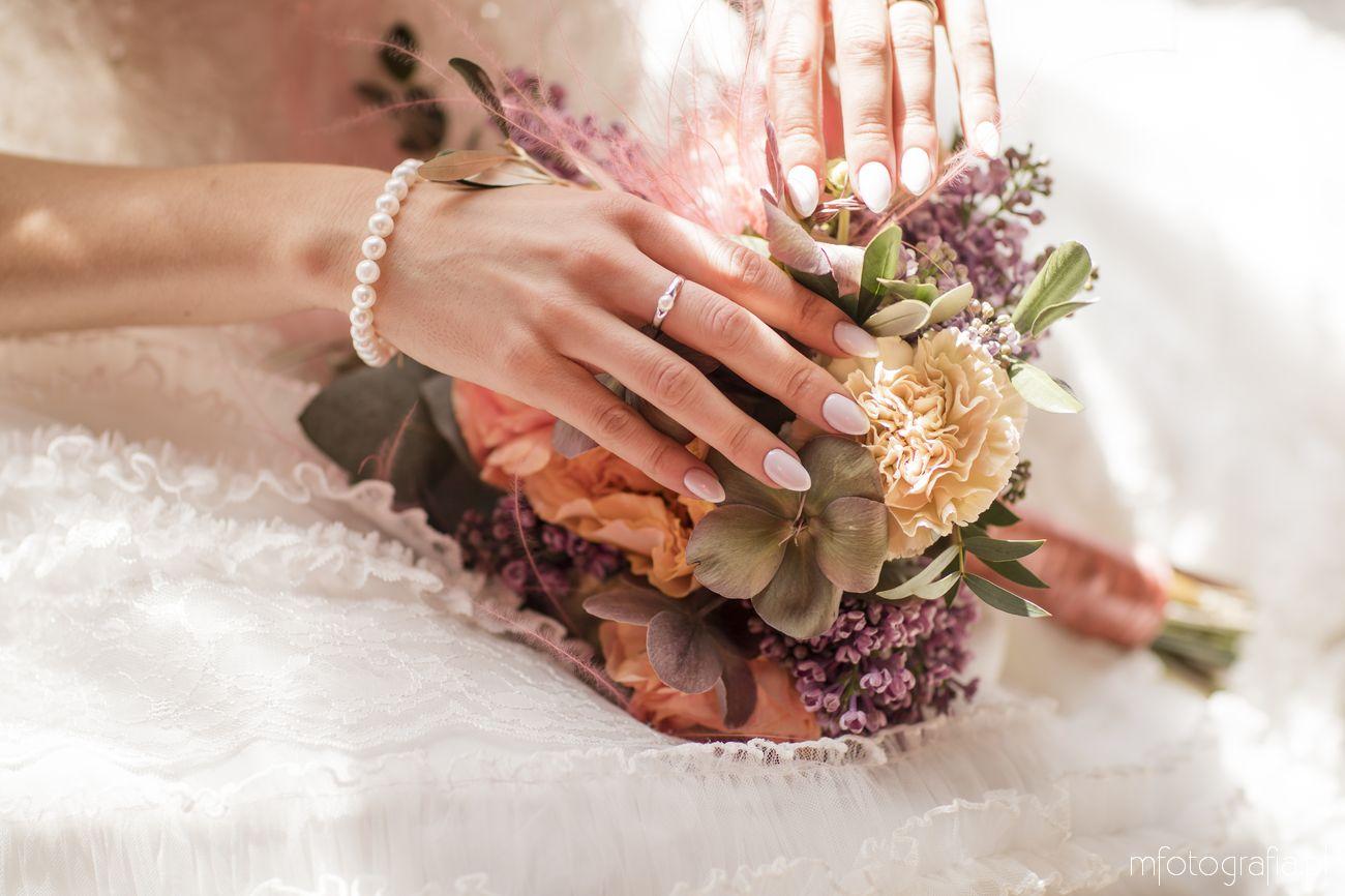 pierścionek ślubny z perłą dla Panny Młodej