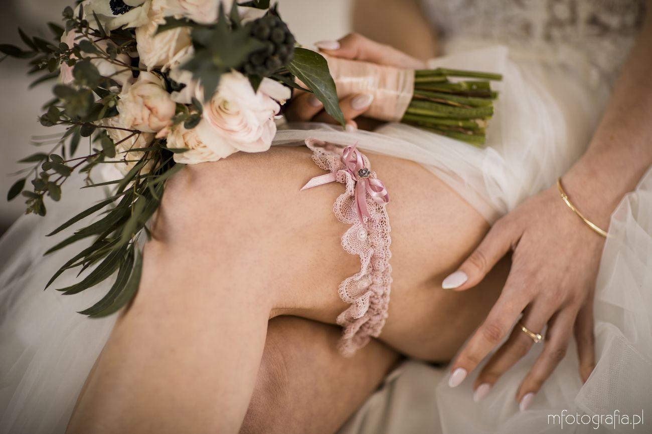 Podwiązka ślubna u Panny Młodej